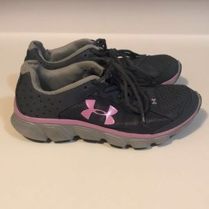 Under Armour size 6 1/2 sneakers